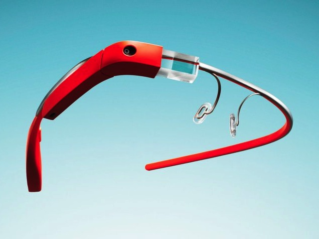 Un appareil photo-caméra, une monture, et un petit écran forment les Google Glass